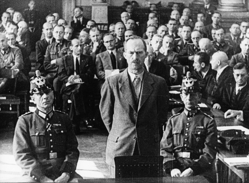 Пауль фон Хазе на суде поделу 20июля 1944г.Повешен вавгусте 1944г.